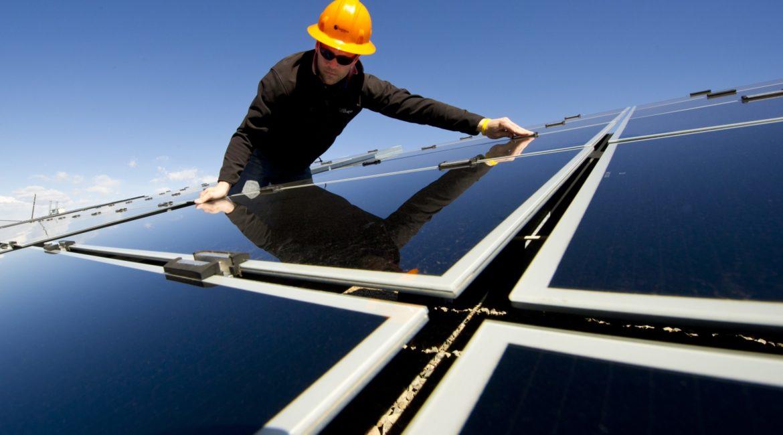 Как очистить солнечную батарею