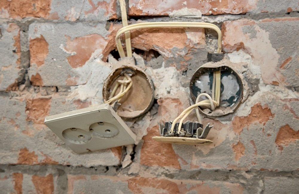 Неисправности электропроводки или плохой контакт